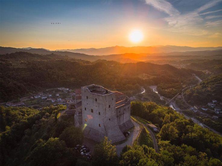 Tramonto incredibile sul Castel DellAquila     @djiglobal Mavic Air  #sunset #la...