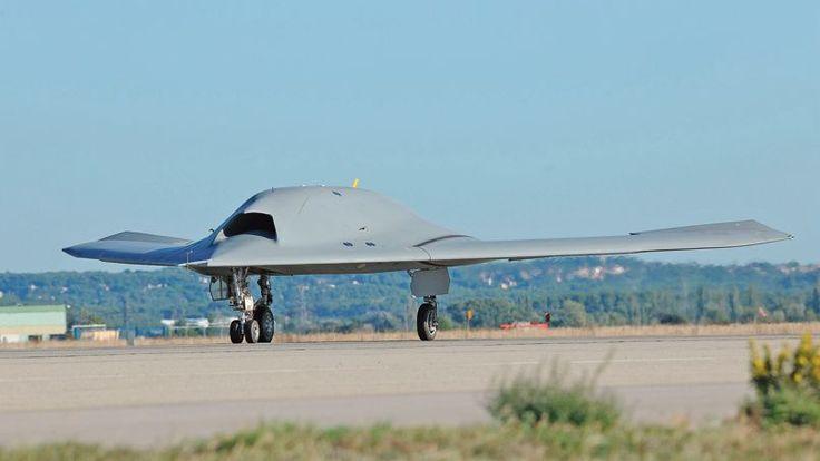 Drone : le nEUROn en première mondiale