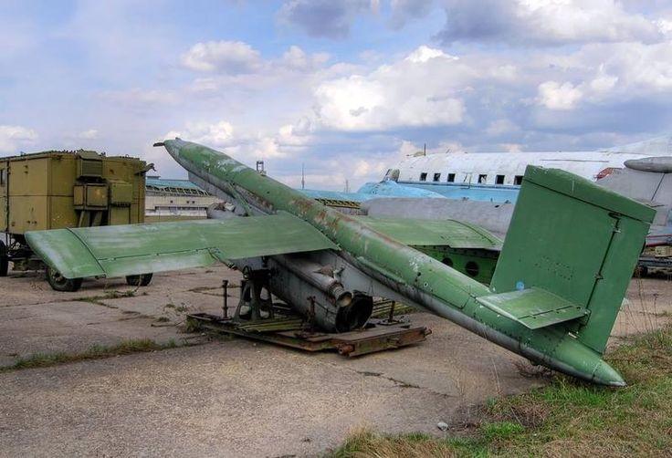 El Lavochkin La-17R fue el primer avión no tripulado (UAV o drone) que entró e...